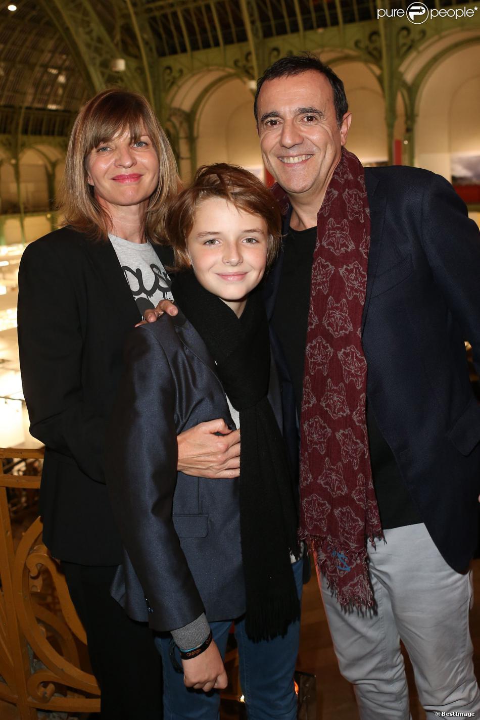 Thierry beccaro sa femme emmanuelle et son fils lucas lors de la soir e d 39 inauguration de la - Thierry beccaro emmanuelle beccaro lannes ...