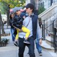 Orlando Bloom à New York pour Halloween, avec son petit Flynn, le lundi 28 octobre 2013.