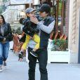 Miranda Kerr et Orlando Bloom à New York pour Halloween, avec leur petit Flynn, le lundi 28 octobre 2013.