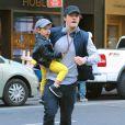 L'acteur Orlando Bloom à New York pour Halloween, avec son fils Flynn, le lundi 28 octobre 2013.
