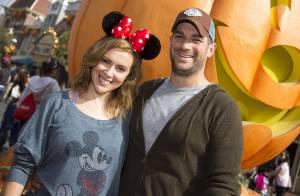 Alyssa Milano : Passage à Disneyland avec son mari pour préparer Halloween