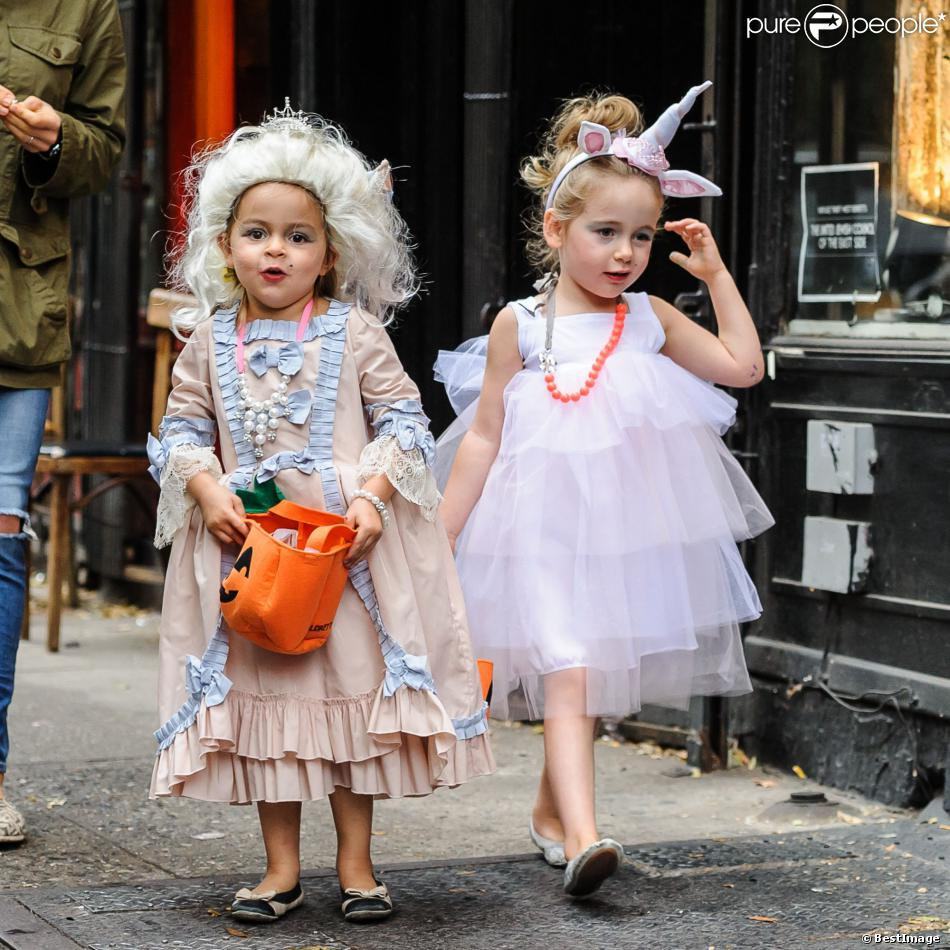 les filles de sarah jessica parker marion et tabitha font la chasse aux bonbons pour