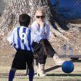 Britney Spears, pensive et anxieuse, assiste au match de football de ses fils à Woodland Hills (Los Angeles), le 2 novembre 2013.