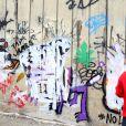 Un photographe énervé recouvre de peinture le graffiti du chanteur Justin Beiber à Rio de Janeiro le 5 Novembre 2013. Une enquête de police a été ouverte pour savoir si le chanteur a obtenu une autorisation.