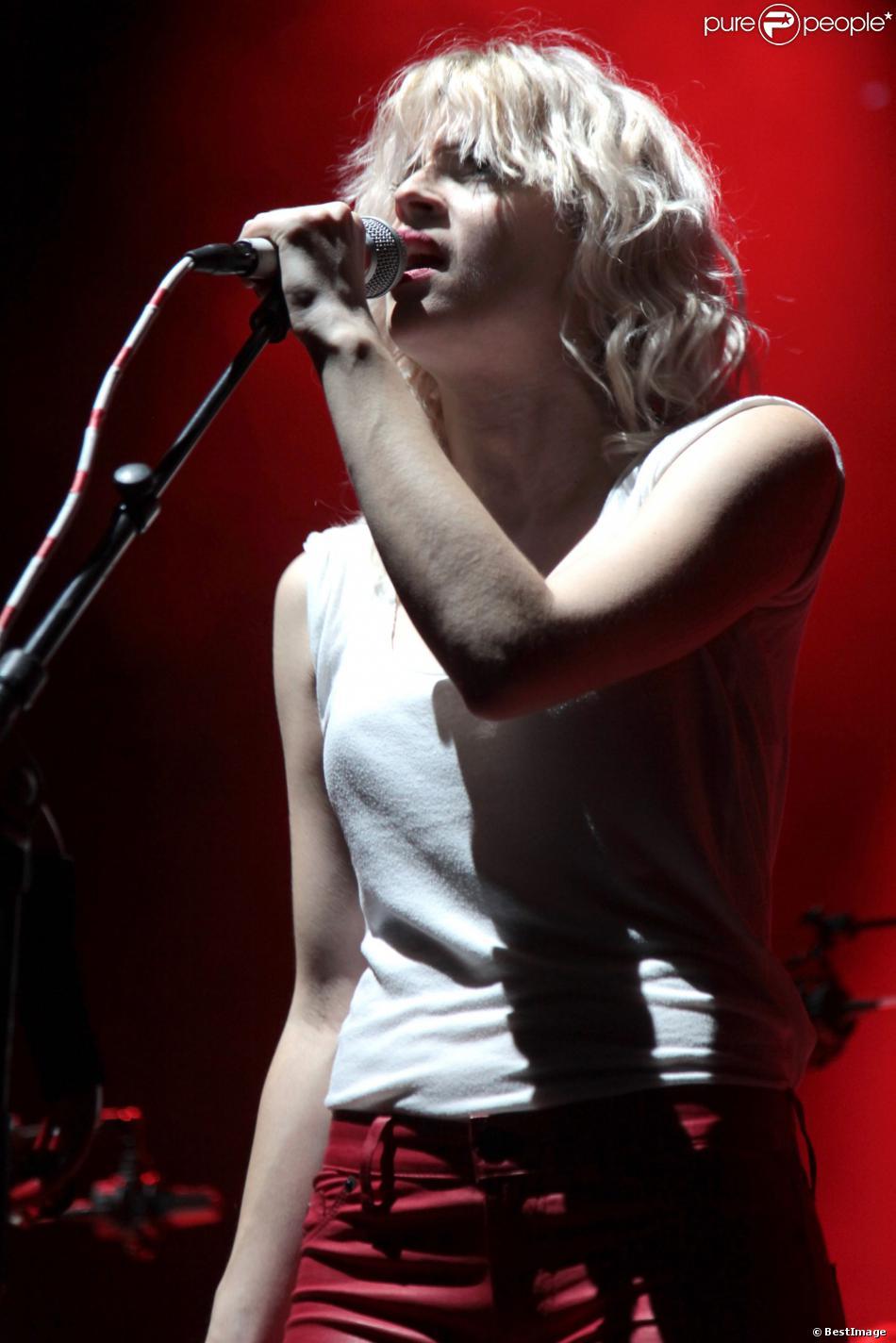 HollySiz en concert à l'Olympia pour l'ouverture du Festival Les inRocks. Le 6 novembre 2013 à Paris.
