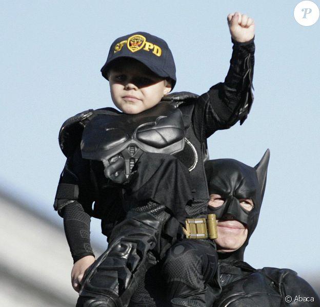 Batkid alias Miles Scott (5 ans), atteint d'une leucémie, applaudi à San Francisco, le 15 novembre 2013.