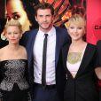 """Elizabeth Banks, Liam Hemsworth, Jennifer Lawrence lors de l'avant-première du film """"Hunger Games : L'Embrasement"""" à New York, le 20 novembre 2013"""