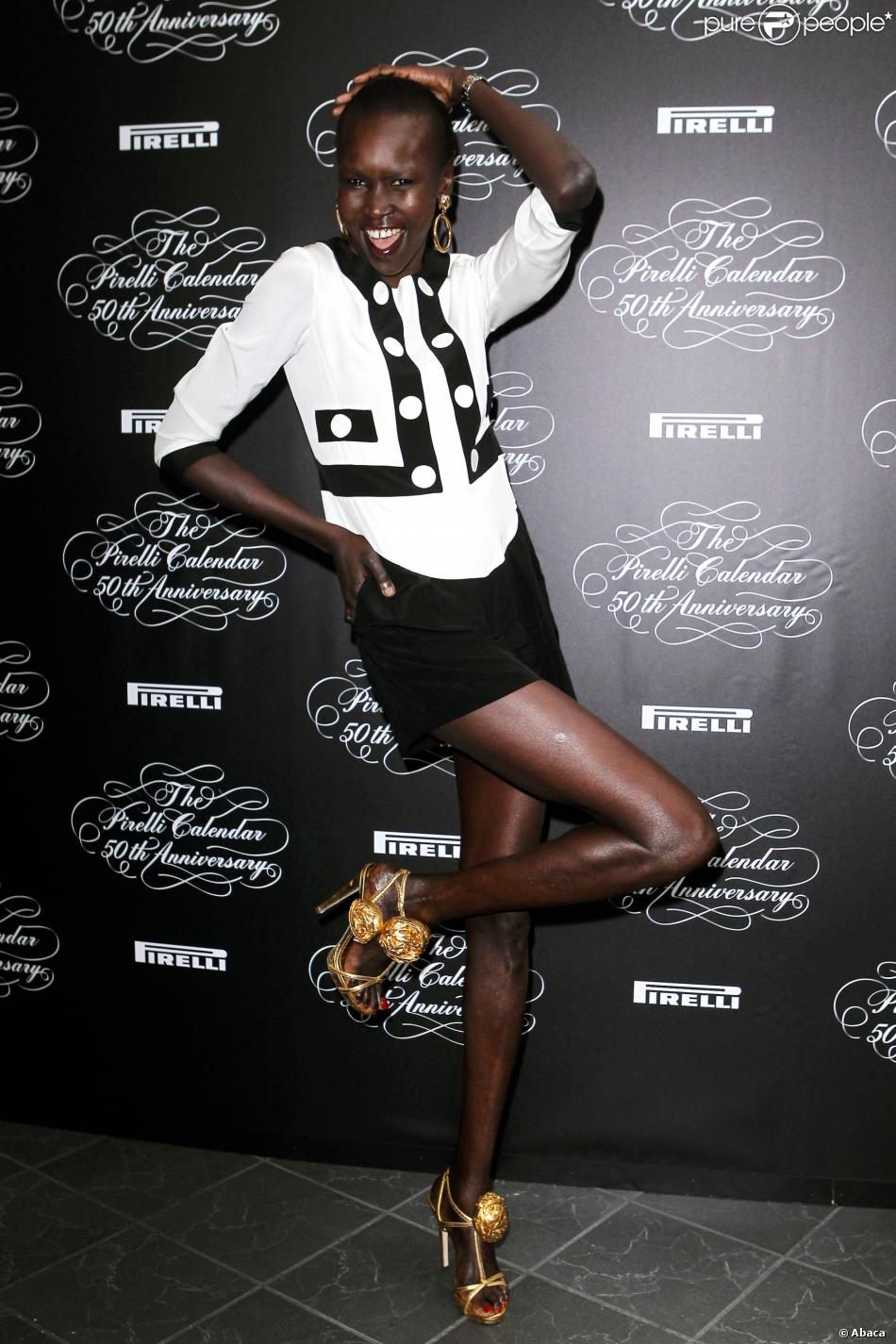alek wek assiste la conf rence de presse du calendrier pirelli qui f te en 2014 ses 50 ans. Black Bedroom Furniture Sets. Home Design Ideas