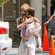 Exclusif - Sarah Michelle Gellar et sa fille Charlotte Prinze dans les rues de Los Angeles, le 15 juin 2013.