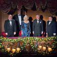 Le prince Charles et Camilla Parker Bowles dans la loge royale lors de la Royal Variety Performance du 25 novembre 2013 au Palladium, à Londres.