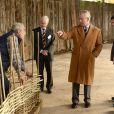 Le prince Charles visite le centre rural de l'innovation de l'université royale d'agriculture dans le Gloucestershire le 25 novembre 2013
