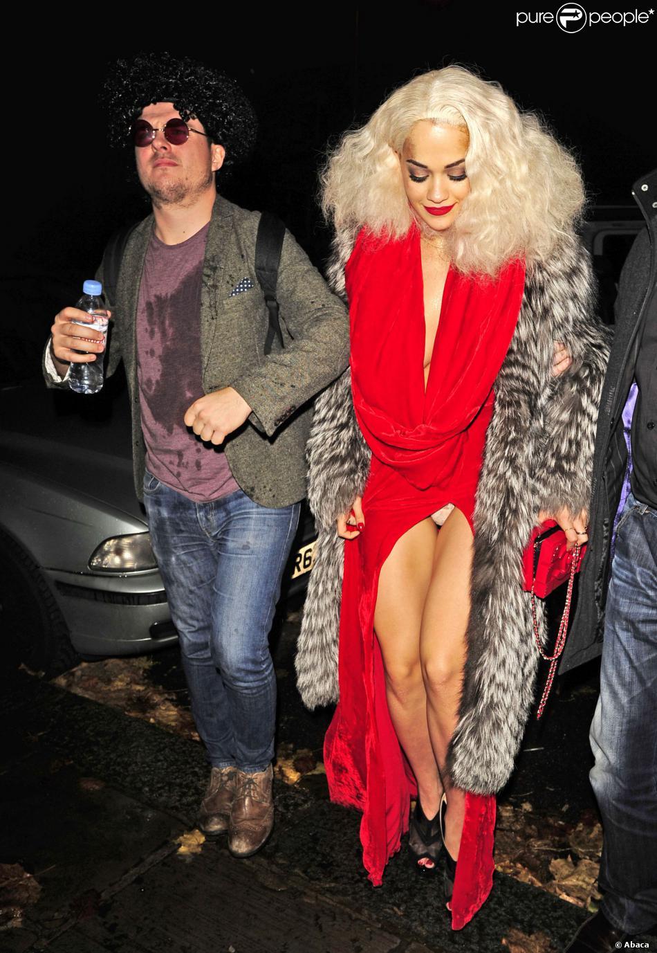 Rita Ora arrive à The Box où a lieu sa soirée d'anniversaire. Londres, le 26 novembre 2013.