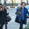 Miranda Kerr et Orlando Bloom avec leur fils Flynn dans les rues de New York, le 30 novembre 2013.