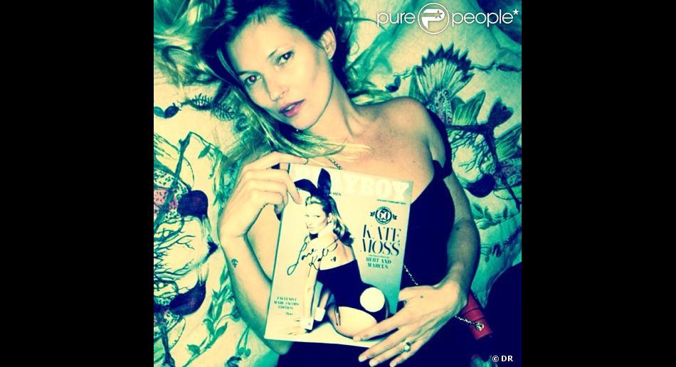 Kate Moss pose avec le magazine Playboy. Photo Instagram et Twitter de Mert Alas