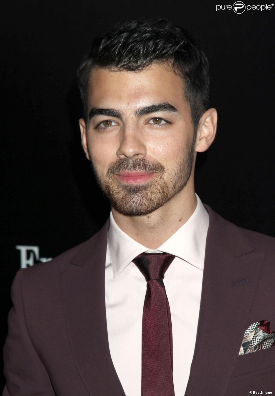 Joe Jonas lors de l'ouverture du Ermenegildo Zegna Global Store à Beverly Hills, le 7 Novembre 2013.