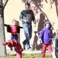 Britney Spears, son désormais ex-fiancé Jason Trawick et ses enfants Sean Preston et Jayden James vont déjeuner à Los Angeles, le 27 décembre 2012.
