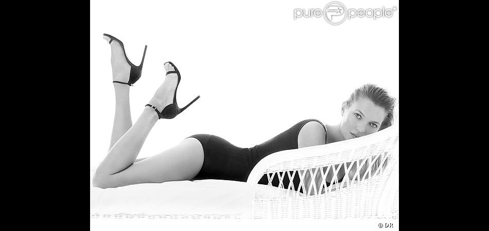 Kate Moss sur le premier visuel de campagne de la campagne Stuart Weitzman