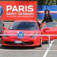Exclusif - Edinson Cavani quitte le Camps des Loges avec sa Ferrari 458 Italia à Saint Germain en Laye le 15 septembre 2013