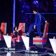 Mika survolté près de Jenifer, Garou et Florent Pagny pendant les tournages de The Voice 3 le 4 novembre 2013.