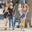 L'actrice Reese Witherspoon emmène ses enfants Ava, Deacon, et Tennessee déjeuner à Westwood, le 20 décembre 2013