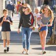 Reese Witherspoon s'offre une virée à Westwood avec ses enfants Ava, Deacon, et Tennessee, le 20 décembre 2013