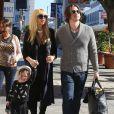 Rachel Zoe (enceinte) son mari Rodger Berman et leur fils Skyler se promènent dans les rues de Los Angeles. Le 14 décembre 2013.