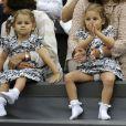 Mirka Vavrinec avec Myla et Charlene, nées de son mariage avec Roger Federer. Wimbledon, le 8 juin 2012.
