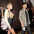 Miley Cyrus et Larry Rudolph (manager de Britney Spears) assistent au concert Piece of me de Britney Spears, à l'Axis Theater de Las Vegas, le vendredi 27 décembre 2013.