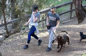 Anne Hathaway : Son sac d'excréments et sa belle voiture font le buzz