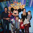 Tori Spelling, Dean McDermott et leurs enfants au spectacle Disney on Ice Rockin' Ever After à Los Angeles, le 12 décembre 2013