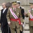 Secondé par la reine Sofia, le prince Felipe et la princesse Letizia, le roi Juan Carlos Ier d'Espagne célébrait le 6 janvier 2014 à Madrid la Pâque militaire, dans un contexte de crise de confiance aggravée vis-à-vis de la monarchie.