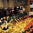Laury Thilleman partage avec ses followers une photo du buffet de fruits de son lieu de vacances.