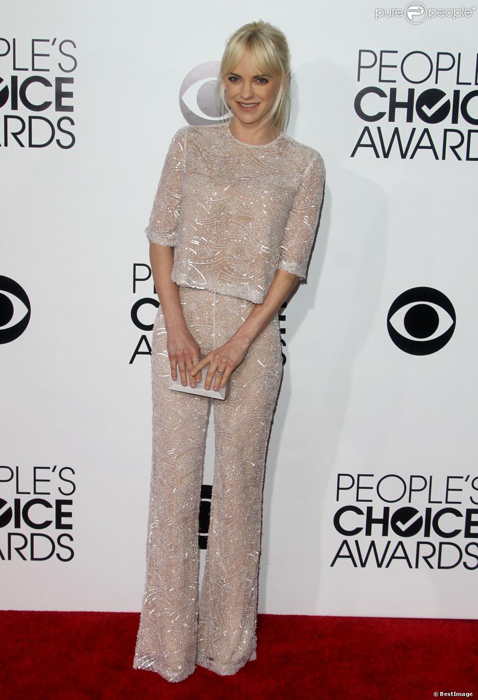 Anna Faris, élégante dans un look Naeem Kan à la 40e cérémonie des People's Choice Awards à Los Angeles, le 8 janvier 2014.
