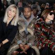Noomi Rapace, Kanye West et Carine Roitfeldassistent audéfilé Givenchy automne-hiver 2014-2015, àla Halle Freyssinet. Paris, le 17 janvier 2014.