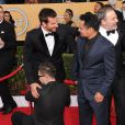 Bradley Cooper accosté par un fan lors de la 20e cérémonie des Screen Actors Guild Awards au Shrine Exposition Center de Los Angeles, le 18 janvier 2014.