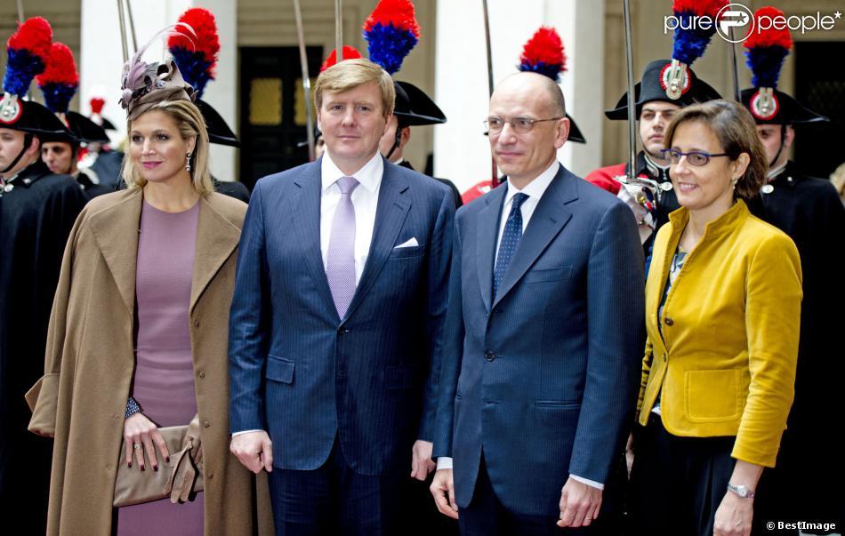 Visite officielle le 23 janvier 2014 du roi Willem-Alexander et de la reine Maxima des Pays-Bas en Italie, ici reçus à Rome au palais Chigi par le Premier ministre Enrico Letta et son épouse Gianna Fregonara.