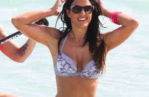 Claudia Romani : Exquise à la plage, la bombe en bikini transpire la sensualité