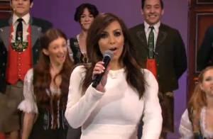 Kim Kardashian chante pour les adieux de Jay Leno, star de la télé US