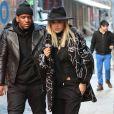 Rita Ora à New York, rayonne dans une tenue all black composée d'un look Stella McCartney (pré-collection automne 2014) et de bottines Saint Laurent. Le 11 février 2014.