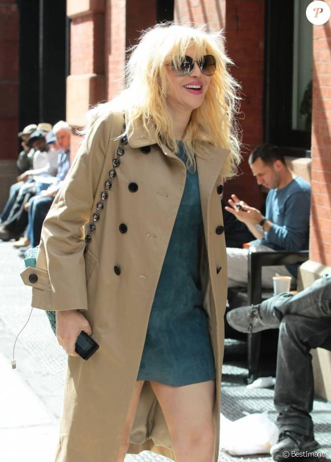 Courtney love prend un taxi new york le 25 septembre for Un re a new york