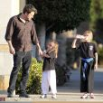 Ben Affleck emmène ses filles Violet et Seraphina déguster un Frozen Yogurt après leur cours de karaté à Santa Monica, le 12 février 2014.