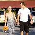 Julianne Hough et son nouveau boyfriend Brooks Laich se promènent main dans la main à West Hollywood, le 17 février 2014.