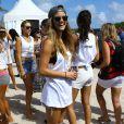 Nina Agdalparticipe au Celebrity Chef Volleyball Tournament de Sports Illustrated Swimsuit, sur une plage de Miami. Le 20 février 2014.