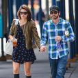 Jake Gyllenhaal et sa petite amie Alyssa Miller à New York, le 21 septembre 2013.