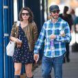 Jake Gyllenhaal et sa girlfriend Alyssa Miller dans les rues àa New York, le 21 septembre 2013.