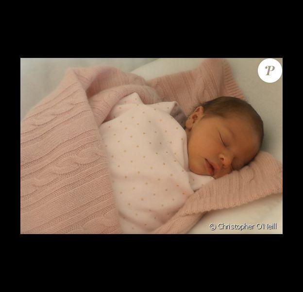 Première photo de la princesse Leonore, fille de la princesse Madeleine de Suède et de Chris O'Neill, dévoilée le 26 février 2014 à l'occasion de la révélation des prénoms de la petite princesse Leonore Lilian Maria, duchesse de Gotland.