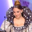 Déborah François se déguise en Peau d'Ane pour récompenser les meilleurs costumes aux César 2014.