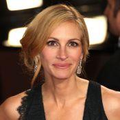 Julia Roberts, blonde lumineuse aux Oscars, affiche son sourire face au deuil
