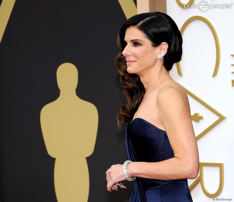 Sandra Bullock, habillée par Alexander McQueen, lors de la 86e cérémonie des Oscars à Hollywood, le 2 mars 2014.