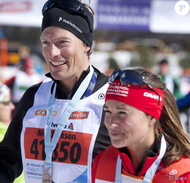Pippa Middleton et son compagnon Nico Jackson à l'arrivée de l'Endagin Marathon, le 10 mars 2013 en Suisse.